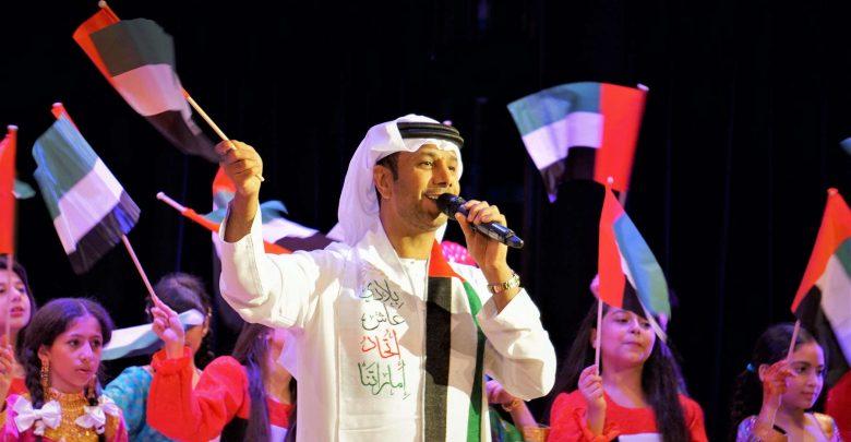 """فايز السعيد يهدي """"بطاقة شخصية"""" للشعب الإماراتي في يومهم الوطني"""