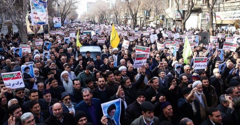 ضابط بالجيش الإيراني ينضم للثوار