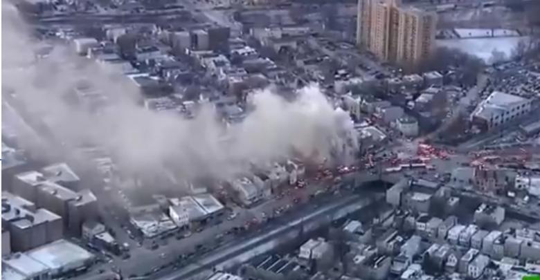 حريق ضخم يلتهم أحد المباني السكنية بنيويورك
