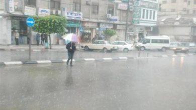 صورة أمطار خفيفة مستمرة بشوارع القاهرة.. وتوقعات بانخفاض في درجات الحرارة