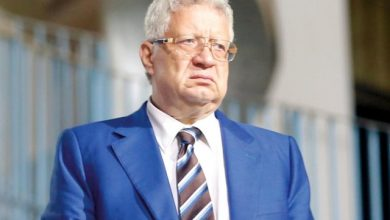 صورة مرتضى منصور يعتذر لرئيس الكاف